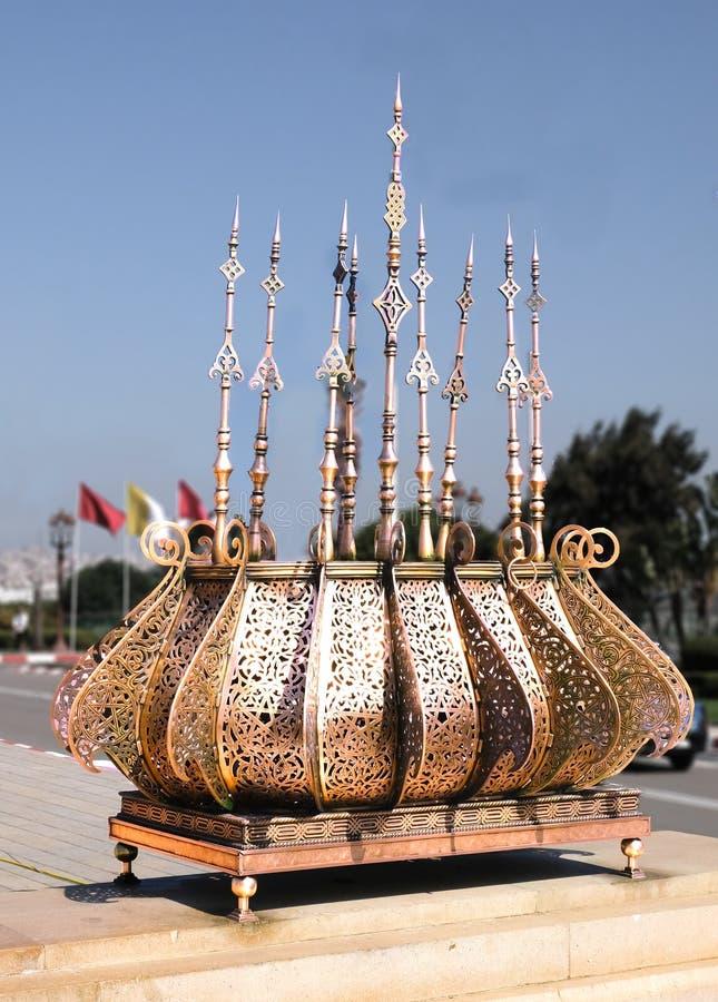 L?mpada dourada no mausol?u de Mohammed V em Rabat, Marrocos fotos de stock