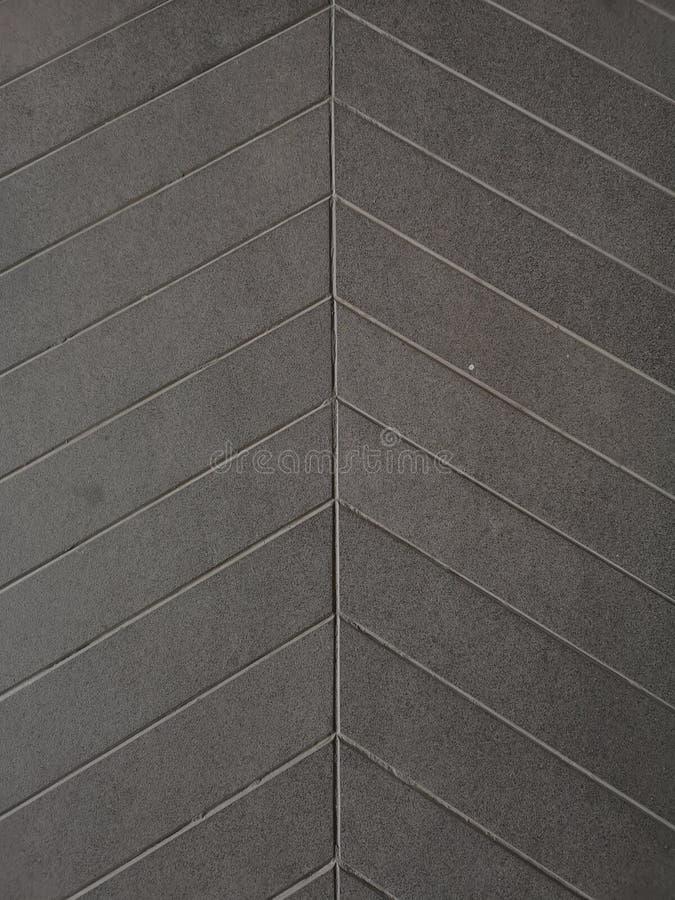 l?nea del surco en el cemento proteger el material gris del color del resbal?n de la rampa de la superficie ?spera del piso concr fotos de archivo