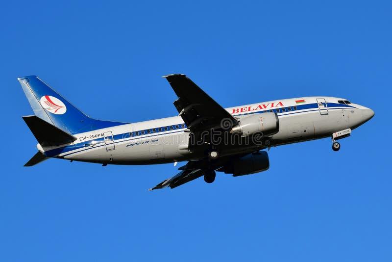 L?neas a?reas bielorrusas Boeing 737 de Belavia fotos de archivo libres de regalías
