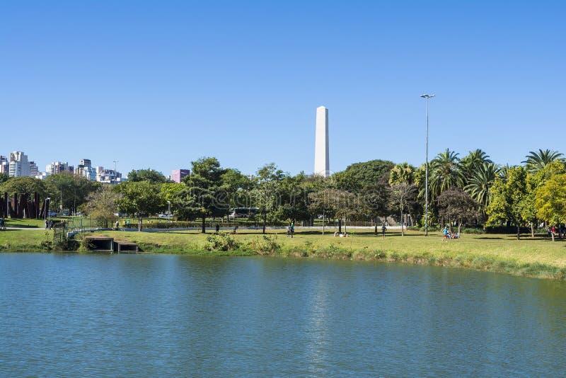 L'obélisque de Sao Paulo en parc d'Ibirapuera, Brésil photo stock