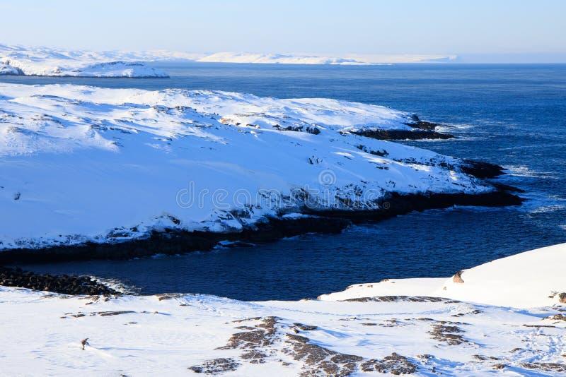 L'océan arctique, horaire d'hiver, rivage de neige, Russie, paysage de belle nature sauvage de nord voit Belle glace d'hiver de n photographie stock libre de droits