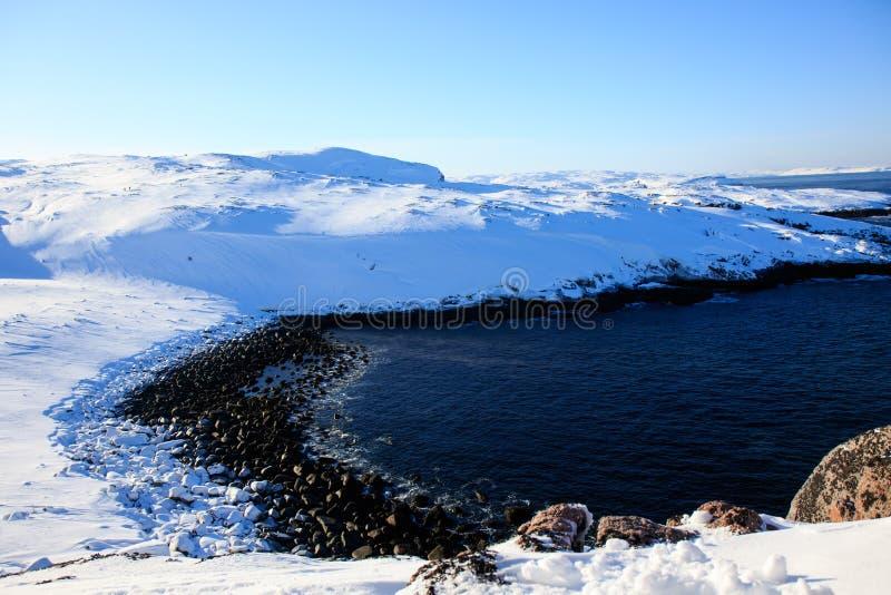 L'océan arctique, horaire d'hiver, rivage de neige, Russie, paysage de belle nature sauvage de nord voit Belle glace d'hiver de n images libres de droits
