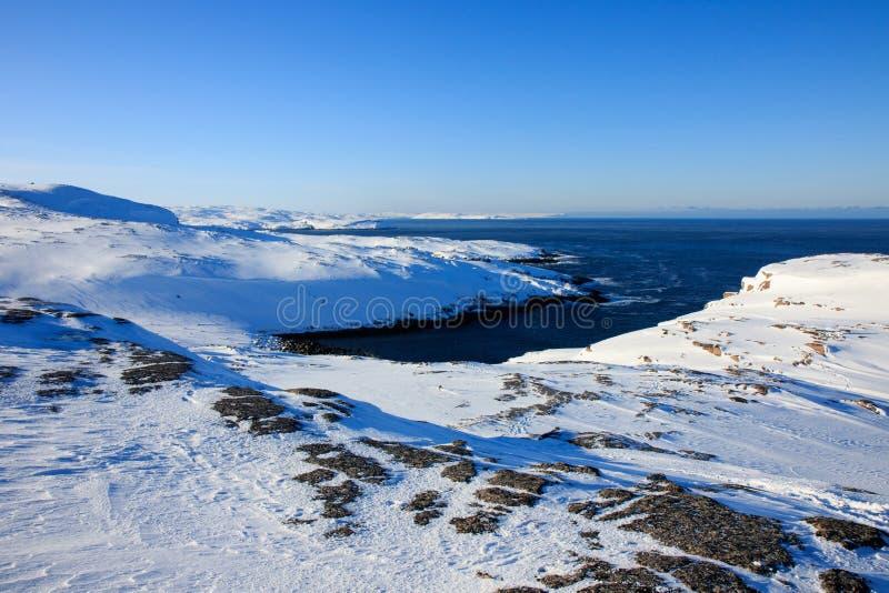 L'océan arctique, horaire d'hiver, rivage de neige, Russie, paysage de belle nature sauvage de nord voit Belle glace d'hiver de n image libre de droits
