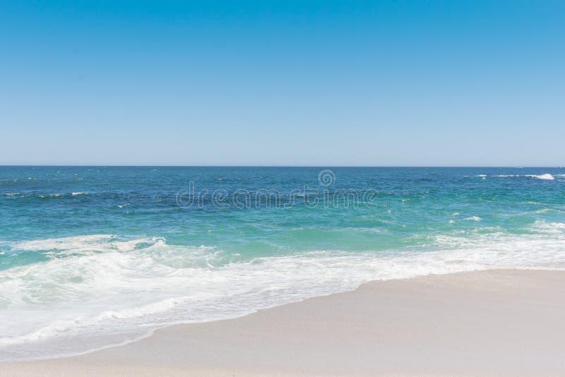 L'Océan Atlantique sur la côte ouest de l'Afrique du Sud photo libre de droits
