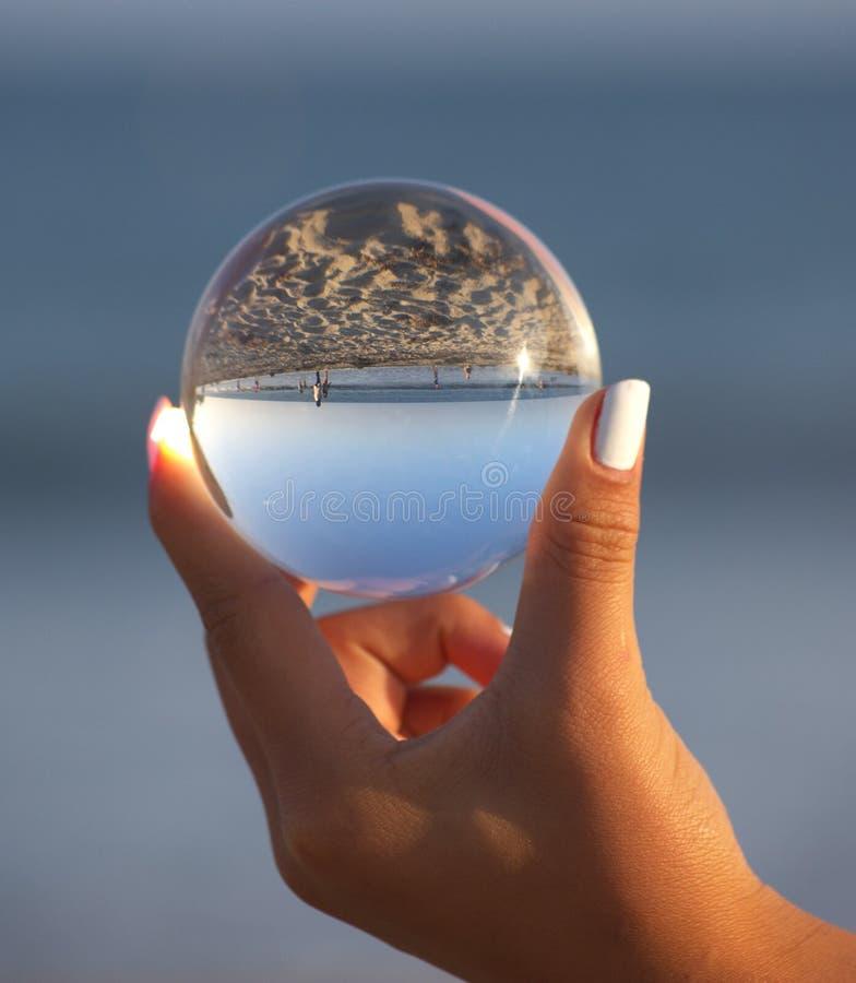 L'océan est dans des nos mains images stock