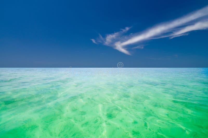 l'Océan Indien en cristal clair photos stock