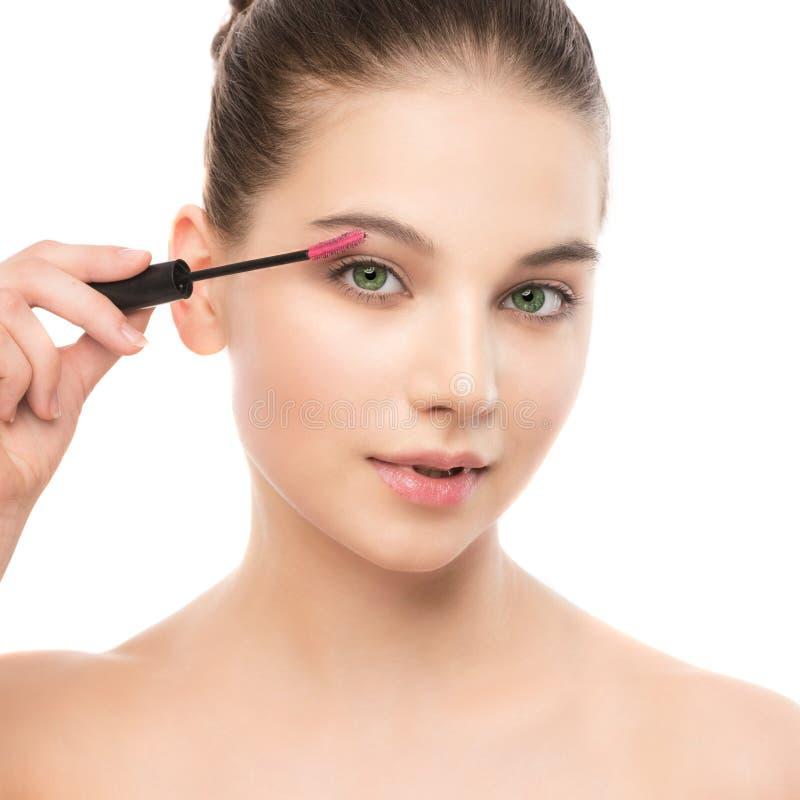 L'occhio compone per applicarsi Mascara che applica primo piano, sferze lunghe Spazzola di trucco Isolato fotografia stock