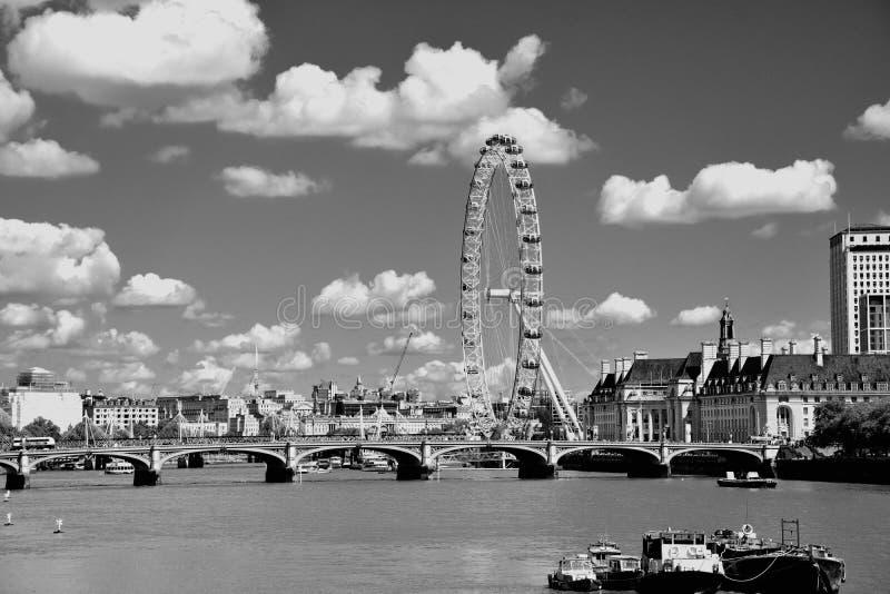 L'occhio di Londra sulla sponda sud del Tamigi alla notte a Londra, Inghilterra immagine stock libera da diritti