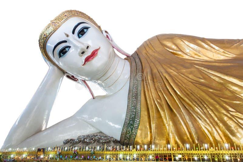 L'occhio dolce adagiantesi Buddha, Rangoon, myanmar di Buddha di gyi del htat di Chauk ha isolato su fondo bianco immagine stock