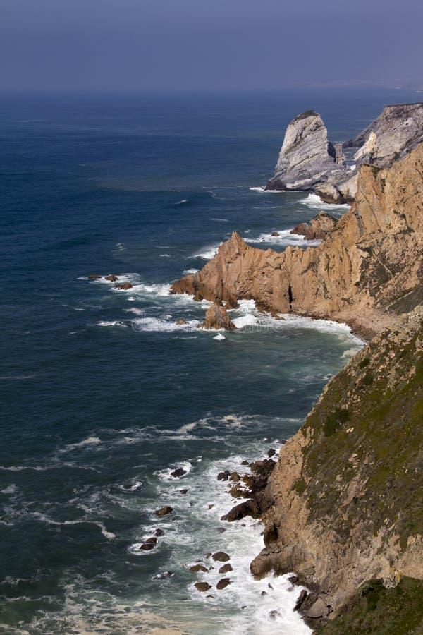 L'Oceano Atlantico e roccia fotografia stock libera da diritti