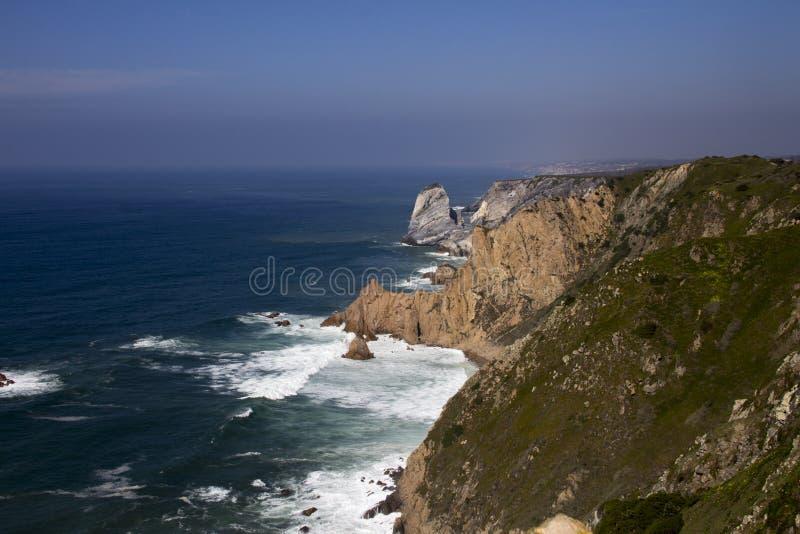 L'Oceano Atlantico e roccia fotografie stock