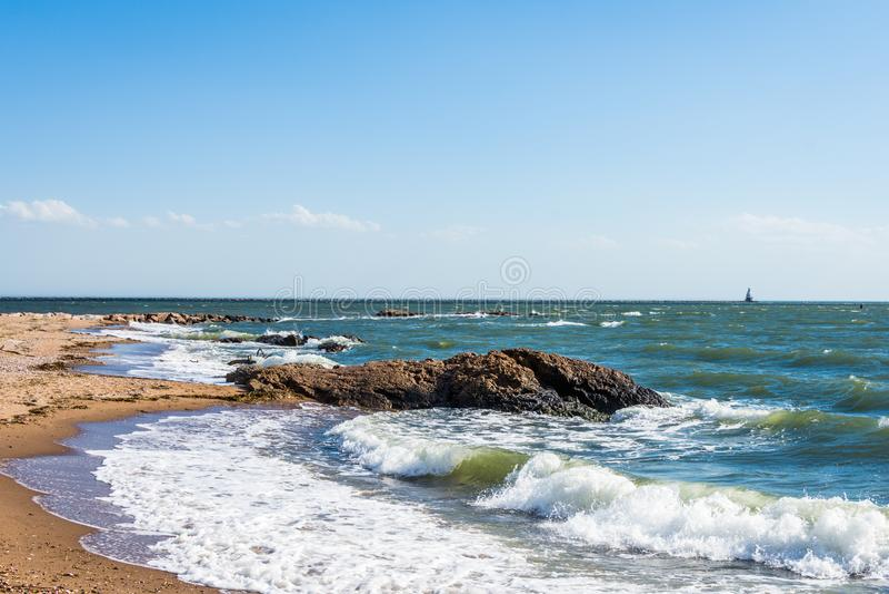 L'Oceano Atlantico nel parco del punto del faro a New Haven Connecticut fotografia stock