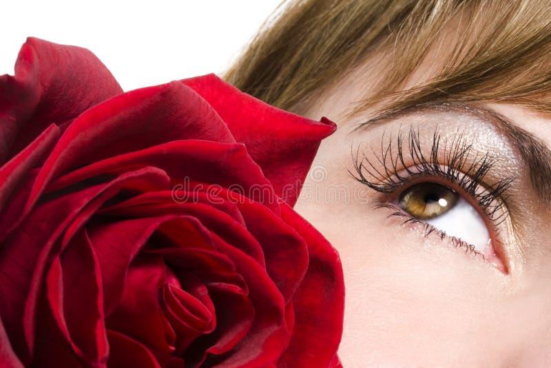 L'oeil et le rouge de femme se sont levés image libre de droits