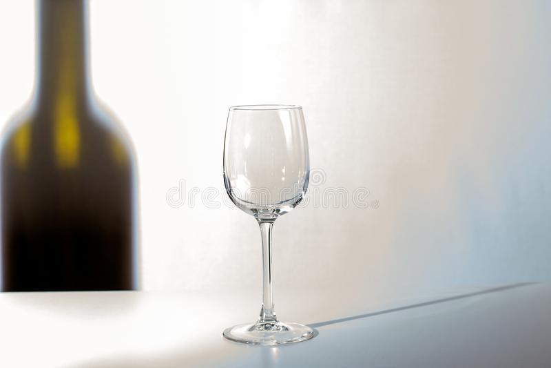 L'ombre de la bouteille de vin photographie stock