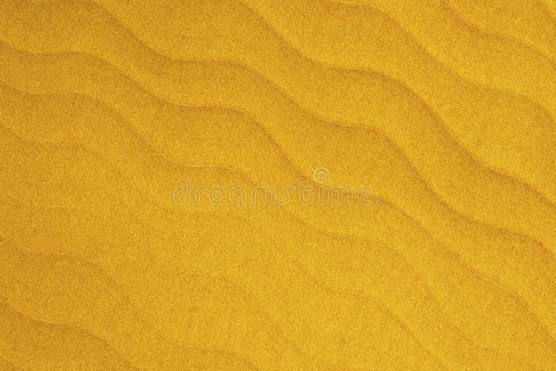 L'onda delicatamente gialla è come il fondo dell'estratto di struttura della sabbia della spiaggia fotografia stock