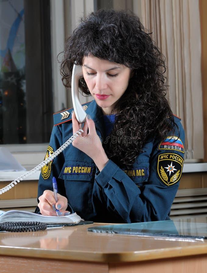 L'opérateur reçoit des services de délivrance d'appel images stock