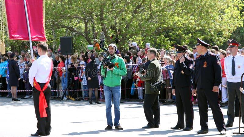 L'operatore rimuove la parata dedicata fotografie stock libere da diritti