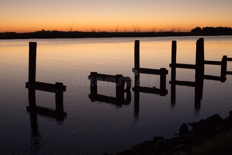 L'ora dorata sul ramo paludoso di fiume fotografie stock libere da diritti