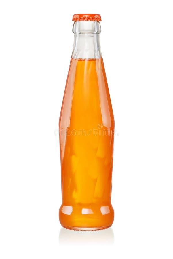 L'orange a carbonaté la boisson non alcoolisée dans la bouteille en verre d'isolement image libre de droits