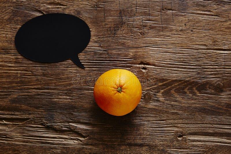 L'orange de bulle de la parole a un message images libres de droits