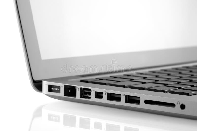L'ordinateur portatif met en communication le plan rapproché image stock