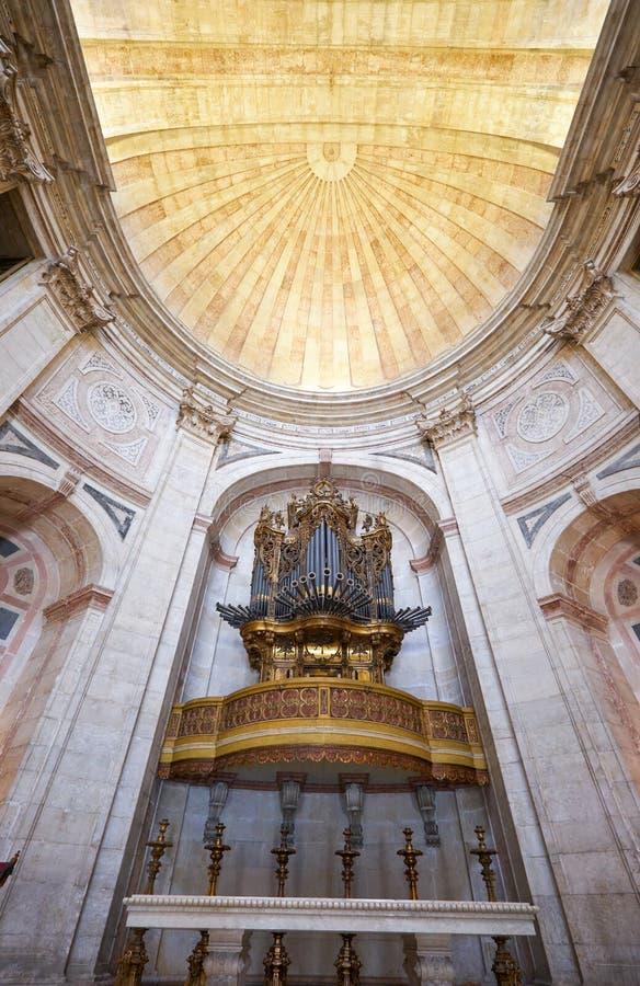 L'organo barrocco del tubo in abside di Santa Engracia della chiesa del Na ora fotografia stock libera da diritti