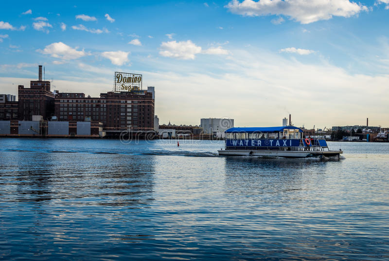 L'orizzonte del porto interno da abbatte il punto a Baltimora, Maryland immagini stock libere da diritti
