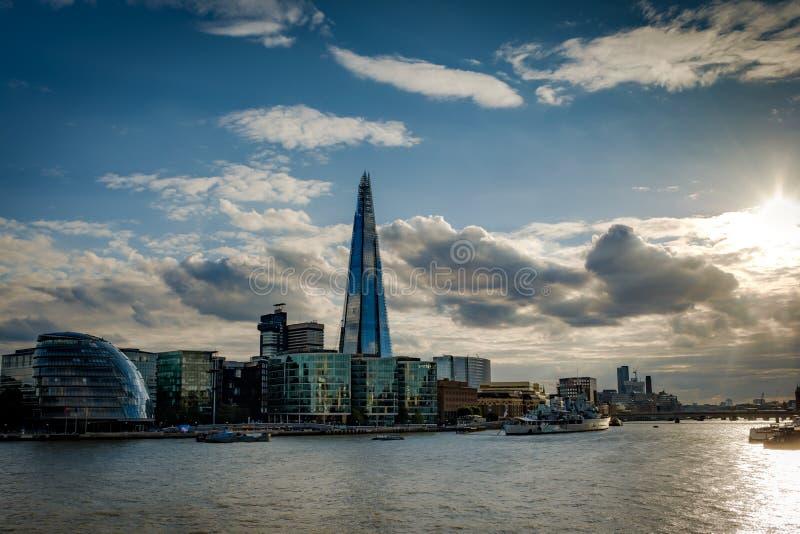 L'orizzonte di Londra al tramonto fotografia stock