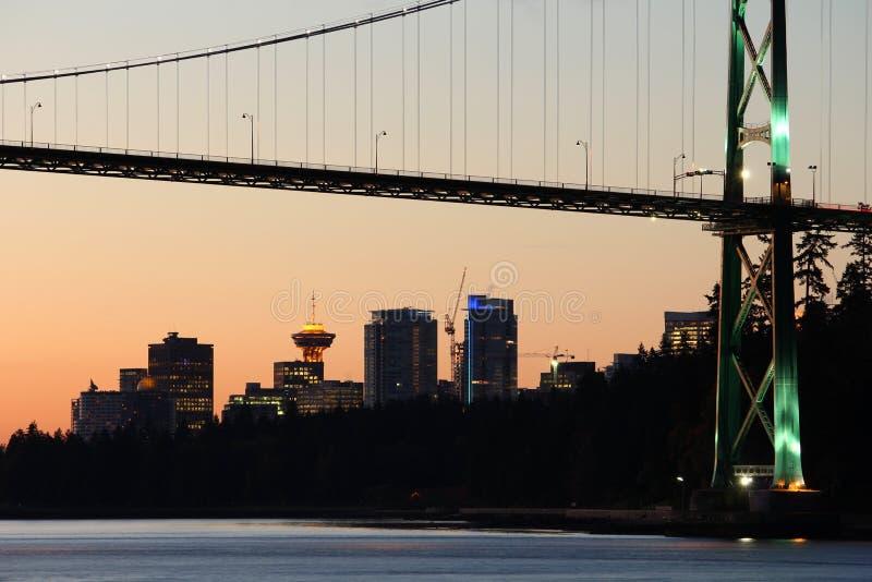 L'orizzonte di mattina di Vancouver, leoni Gate il ponticello fotografia stock libera da diritti
