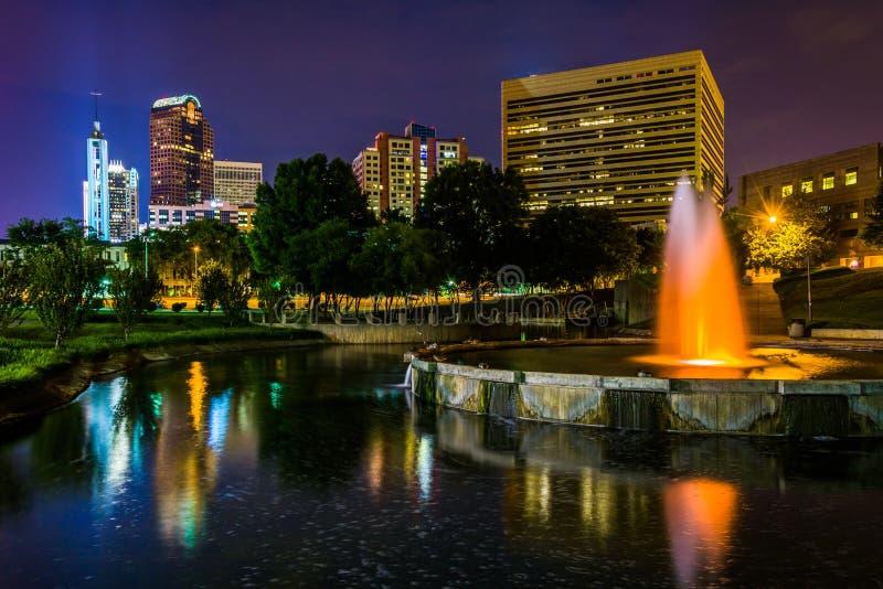 L'orizzonte e la fontana di Charlotte veduti a Marshall Park, in Cha fotografia stock libera da diritti