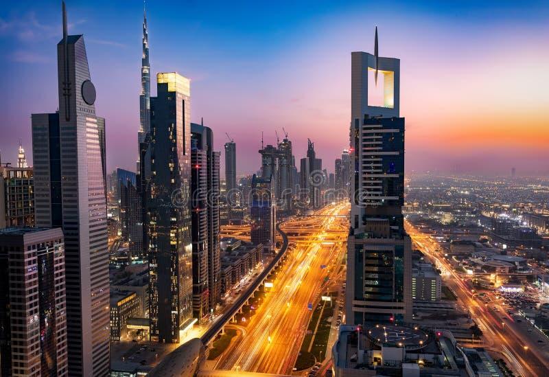 L'orizzonte e le vie del Dubai, Emirati Arabi Uniti immagini stock libere da diritti