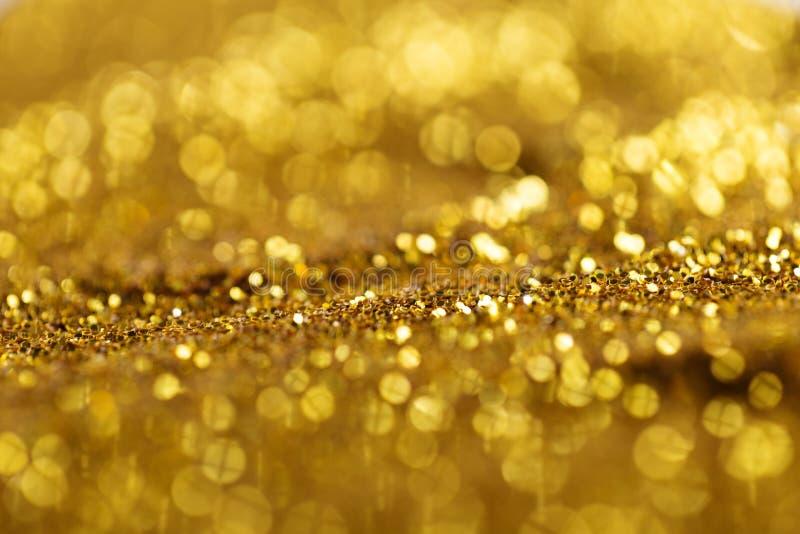 L'oro d'ardore scintilla alla luce fotografie stock