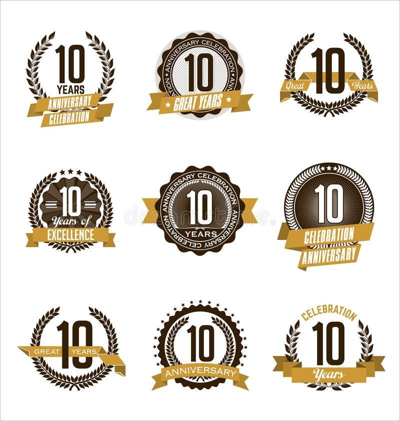 L'oro di anniversario Badges i decimi anni che celebrano illustrazione di stock