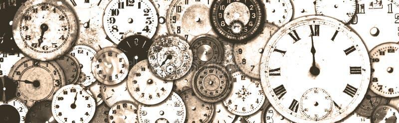 L'orologio antico Grungy affronta l'insegna immagini stock