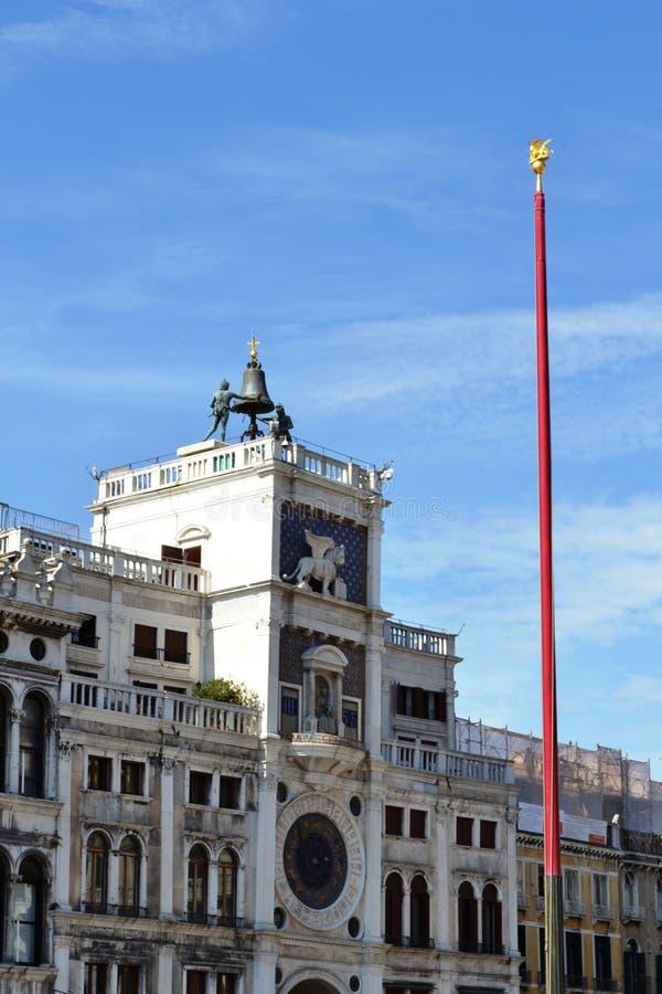 L'orologio di St Mark sulla torre di orologio sulla piazza San Marco a Venezia, Italia immagini stock libere da diritti
