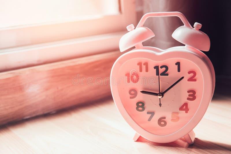 L'orologio rosa ama insieme i periodi immagini stock libere da diritti
