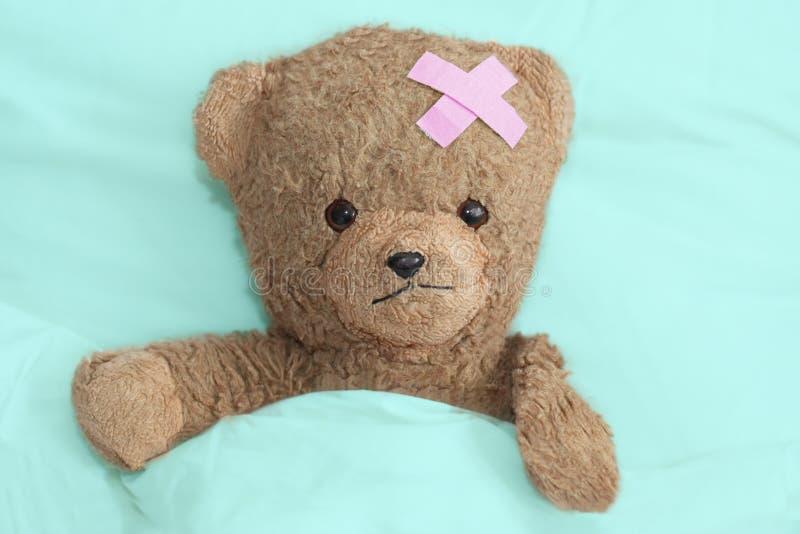 L'orsacchiotto è ammalato immagini stock libere da diritti