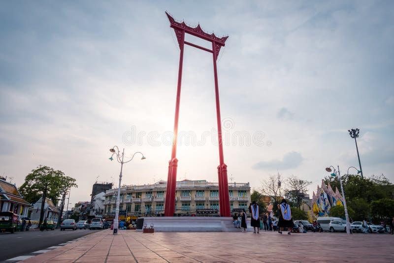 L'oscillation g?ante ou le sao rouge Chingcha, beau point de rep?re de ville de Bangkok photos libres de droits