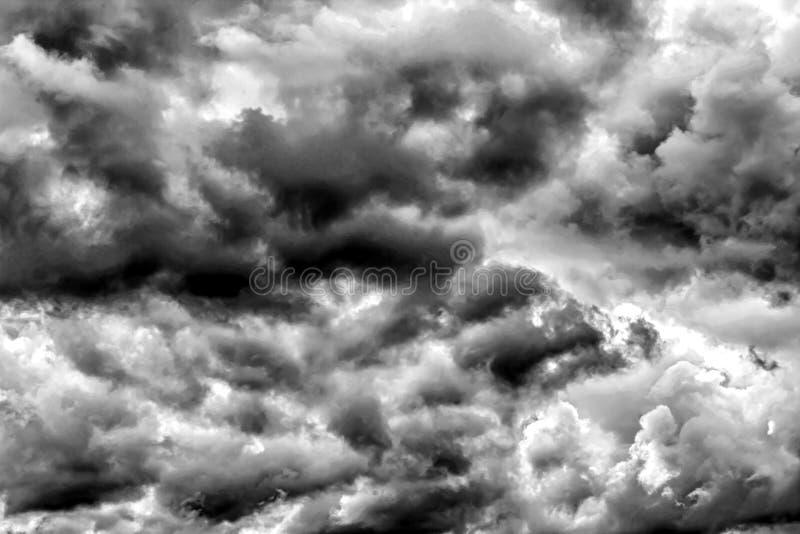 L'oscurità pesante si appanna, fondo di struttura delle nuvole di temporale immagini stock libere da diritti