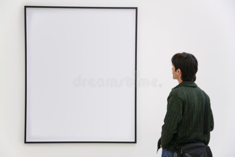 L'ospite osserva sul blocco per grafici immagini stock libere da diritti