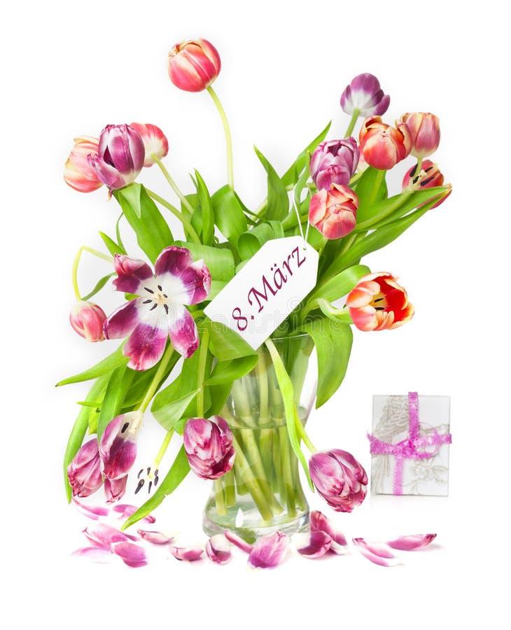 l'ottavo marzo, il giorno delle donne, tulipani immagine stock libera da diritti