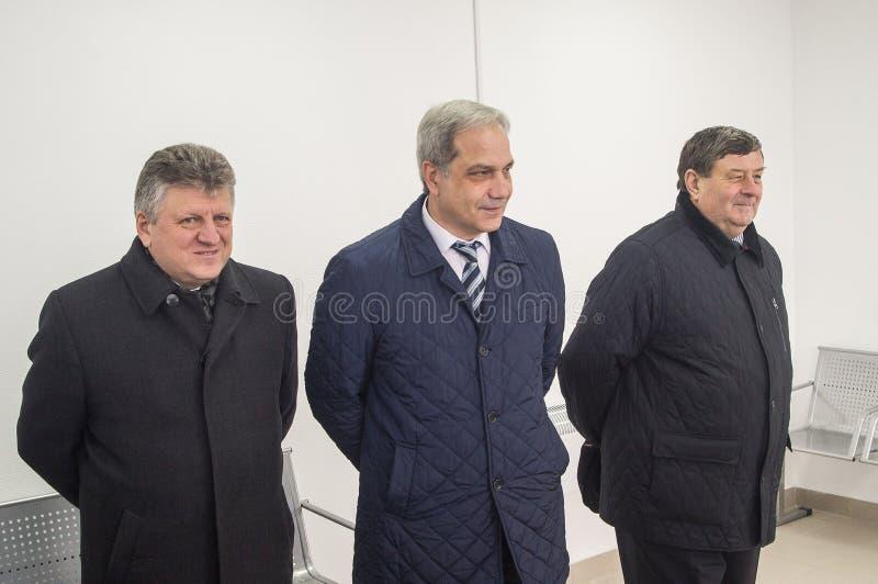 L'ouverture de la première dans la salle d'attente modulaire de la Russie au ` de Matlievska de ` de gare ferroviaire dans la rég photo libre de droits