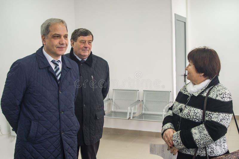 L'ouverture de la première dans la salle d'attente modulaire de la Russie au ` de Matlievska de ` de gare ferroviaire dans la rég photos stock