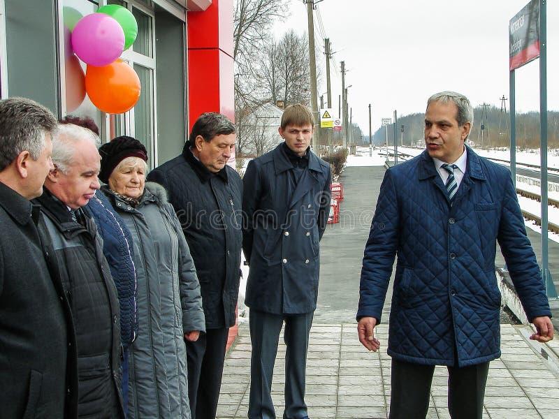 L'ouverture de la première dans la salle d'attente modulaire de la Russie au ` de Matlievska de ` de gare ferroviaire dans la rég photo stock