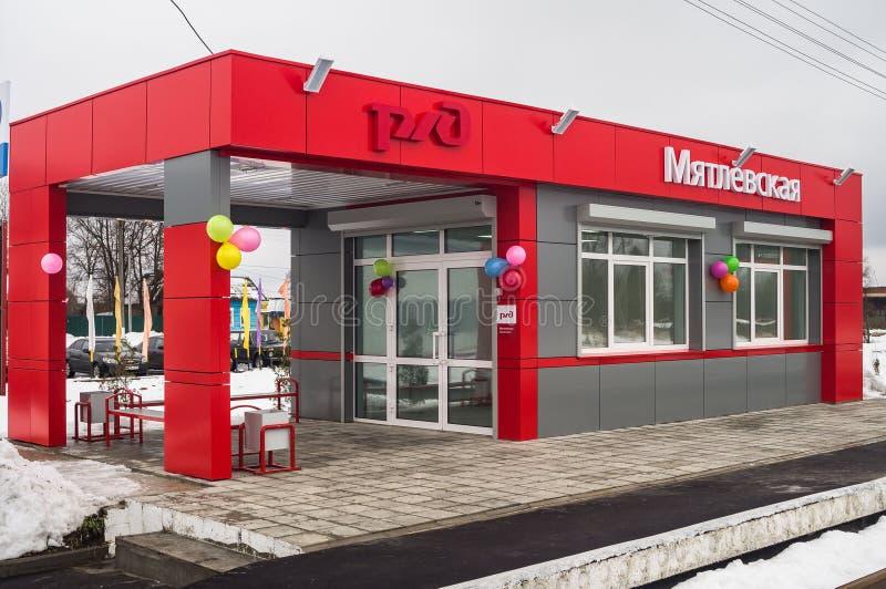 L'ouverture de la première dans la salle d'attente modulaire de la Russie au ` de Matlievska de ` de gare ferroviaire dans la rég image libre de droits