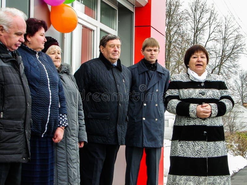 L'ouverture de la première dans la salle d'attente modulaire de la Russie au ` de Matlievska de ` de gare ferroviaire dans la rég images stock