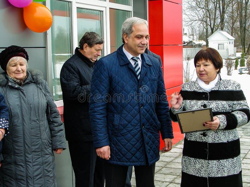 L'ouverture de la première dans la salle d'attente modulaire de la Russie au ` de Matlievska de ` de gare ferroviaire dans la rég photographie stock