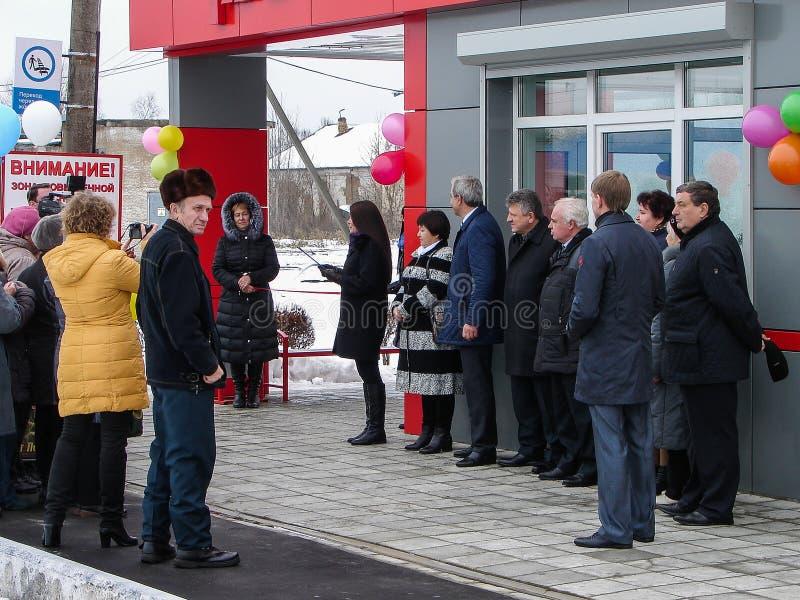 L'ouverture de la première dans la salle d'attente modulaire de la Russie au ` de Matlievska de ` de gare ferroviaire dans la rég photos libres de droits