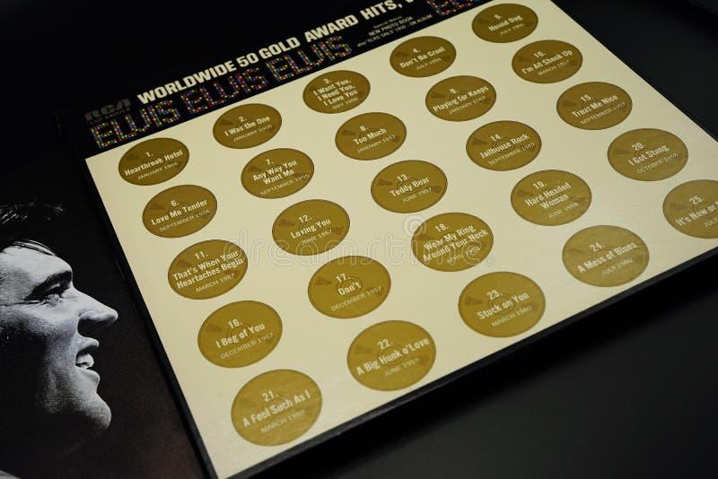 L.P.verslagen wereldwijd 50 Gouden Toekenningsklappen Elvis Presley, liederen en data stock foto