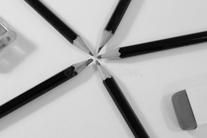 L?pices y borrador en el fondo blanco imágenes de archivo libres de regalías